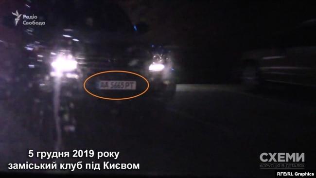 Біля готелю «Схеми» помітили і авто народного депутата Олександра Дубінського
