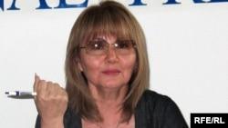 Мұхтар Жәкішевтің оққағары болған Талғат Қыстаубаевтың әйелі Сара Сағындықова.