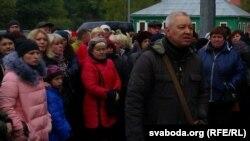 Генадзь Берданеў разам з прадпрымальнікамі каля выканкаму 17 кастрычніка