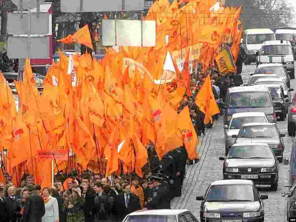 Orange Vs. Blue - Supporters of Ukrainian opposition leader Yuliya Tymoshenko carrying flags symbolizing the Orange Revolution through downtown Kyiv on April 11. (photo: epa)