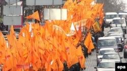 Russian-Ukrainian ties were strained by the pro-Western Orange Revolution in 2004.