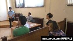 Ануш Мкртчян и Гарик Азибекян во время одного из судебных заседаний