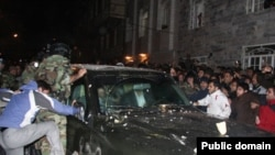 Hardliners attack the car of Iranian opposition leader Mehdi Karrubi in Qazvin