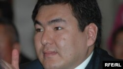 Мурдагы президенттин уулу Айдар Акаев.