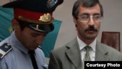 Евгений Жовтис үкім шыққан күні сот бөлмесінде. Алматы облысы, Бақанас, 3 қыркүйек 2009 жыл.
