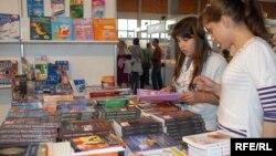 Sa jednog od sajma knjiga u Podgorici, foto: Savo Prelević