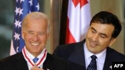 Байдан Саакашвили менен, маанай былтыркыдан кыйла жакшы.