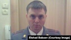 Елшад Бабаевтың ресейлік полиция лейтенанты кезінде түскен суреті.