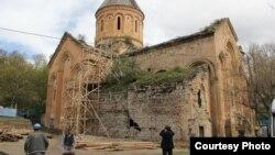 Мераб Бочоидзе и Буба Кудава с огорчением отмечают, что за реставрационными работами не следят специалисты – не только грузинские, но даже турецкие