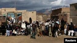 Кабулдун жанындагы бир айылдын тургундары.
