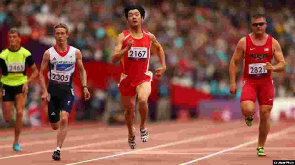 Қазақстандық спортшы Сергей Харламов(№2465) - жарысжолында. Сурет паралимпиаданың ресми сайтынан алынған. Лондон, 2 қыркүйек 2012 жыл.