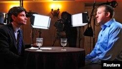 Американський поліцейський Даррен Вілсон (справа) дає інтерв'ю каналу Ей-Бі-Сі