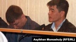 Подсудимые по делу полицейских, обвиняемых в причастности к стрельбе в Жанаозене. Актау, 27 апреля 2012 года.