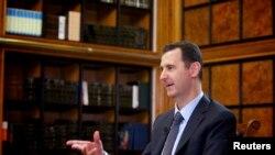 Prezident Başar al-Assad Damaskda Orsýetiň döwlet telewideniýesine interwiýu berýär. 12-nji sentýabr, 2013.