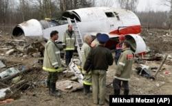 На місці катастрофи польського президентського літака. Росія, аеродром під Смоленськом, 13 квітня 2010 року