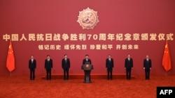 Голова КНР Сі Цзіньпінь (посередині) під час відзначення 70-ої річниці перемоги союзників над Японією. Пекін, 2 вересня 2015 року