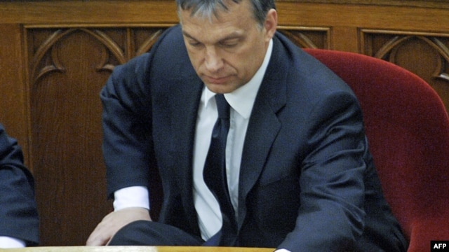Hungary -- Prime Minister Viktor Orban pushes votes by pushing a button on his desk in the main hall of the parliament building in Budapest, 18Apr2011