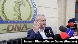 Liderul social-democrat Liviu Dragnea, părăsind sediul DNA, București, 13 noiembrie 2017