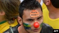 Мітингувальник у бразильському Сан-Паулу, 15 березня 2015 року