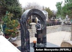 Могила Віктора Януковича-молодшого у Севастополі