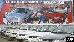 نخستین نمونه های خودروی تولیدی در کارخانه مشترک ایرانی - ونزوئلایی که در دو مدل به بازار آمده است.