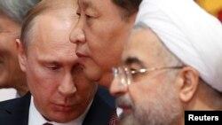حسن روحانی، شی جین پینگ و ولادیمیر پوتین رئیسان جمهور ایران، چین و روسیه در شانگهای