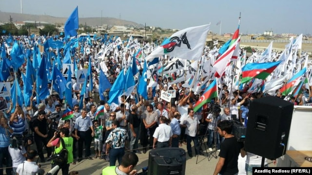 Several thousand supporters of the National Council of Democratic Forces rallied on August 18 at a site outside of the capital, Baku.