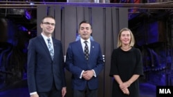 Шефициата на дипломатијата на ЕУ Федерика Могерини и министертот Никола Димитров на состаноткот во Талин.