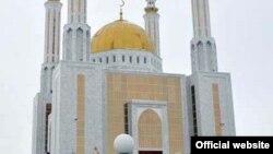 У мечети «Нургасыр» в городе Актобе. Иллюстративное фото.