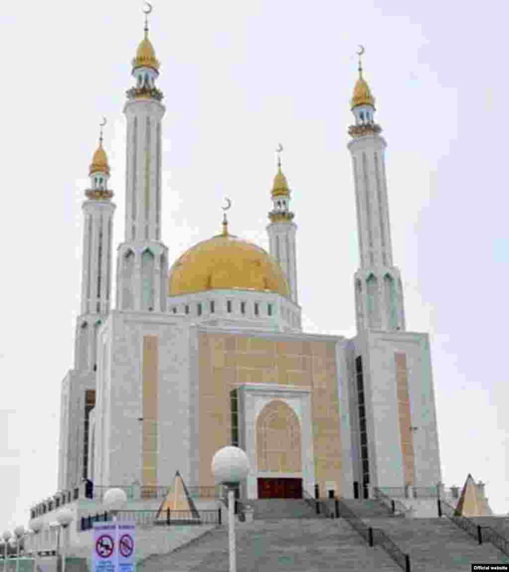 """Казахстан. Мечеть """"Нургасыр"""" в Актобе."""