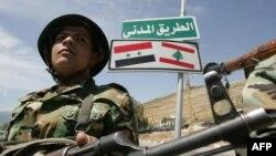 یک سرباز سوری در مرز لبنان، پیش از جنگ داخلی آن کشور
