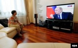 Жители Крыма теперь могут смотреть только на Владимира Путина, и только на российских телеканалах