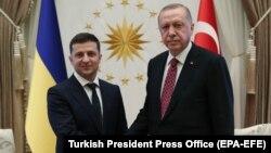 Թուրքիայի նախագահ Ռեջեփ Էրդողանը ողջունում է Անկարա ժամանած Ուկրաինայի նախագահ Վլադիմիր Զելենսկուն, 8-ը օգոստոսի, 2019թ․