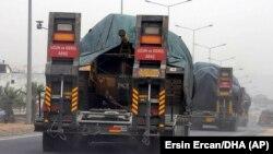 Թուրքիայի զինված ուժերի բեռնատարները տանկեր են փոխադրում դեպի Սիրիա, սեպտեմբեր, 2018թ․