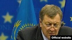Министр индустрии и торговли Казахстана Владимир Школьник в штаб-квартире Евросоюза. Брюссель, 16 сентября 2008 года.