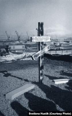 Крест на кладбище в Норильске, где похоронены заключенные