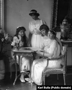 The daughters of Russia's last tsar pose for Bulla in 1914.
