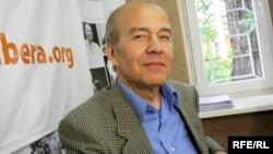 Valentin Krîlov în studioul Europei Libere