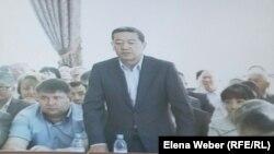 Бывший премьер-министр Казахстана Серик Ахметов в зале суда.