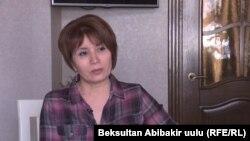 """Айгүл Текебаева """"Азаттыкка"""" маек куруп жатат. 14-август, 2017-жыл"""