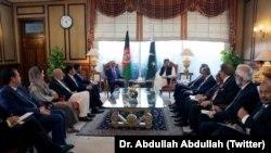 عبدالله عبدالله در سفرش به پاکستان با عمران خان و برخی دیگر از مقامهای ارشد پاکستانی دیدار کرد.