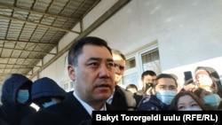 Садыр Жапаров отвечает на вопросы журналистов в день выборов 10 января.
