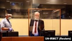 Ratko Mladić je prvog dana žalbenog postupka pred Sudom u Hagu suđenje pratio uz mjere preduzete sa ciljem zaštite od korona virusa, 25. avgust 2020.