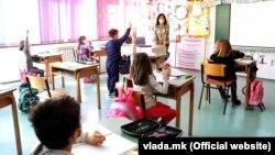 Училиштата отворени за основците и средношколците
