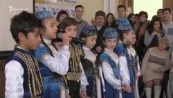 Paylaşmaq qıyın degil: Qırımdaki siyasiy mabuslarnıñ qorantalarını Kyivde desteklediler (video)