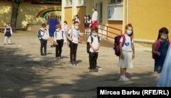 """Școala """"Mihai Eminescu"""" din Roșiorii de Vede, Teleorman."""