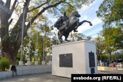 Скульптура Сымона Балівара ў аднайменным парку Сан-Сальвадору