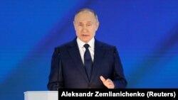 21-уми апрел, Владимир Путин, президенти Русия дар назди ҳарду палатаи парлумони кишвар суханронӣ мекунад