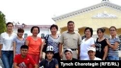 КУУнун окутуучулар жана студенттер тобу сапар алдында. Бишкек ш. 20.7.2015.