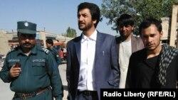 ღაზნის პროვინციის უშიშროების სამსახურის ოფიცერი ჰამიდულა ვადენი (ცენტრში), რომელიც 28 ოქტომბრის თავდასხმისას დაიღუპა. Afghanistan--, Ghazni Security officer Hamidullah wadan killed ,28 Sep 2017